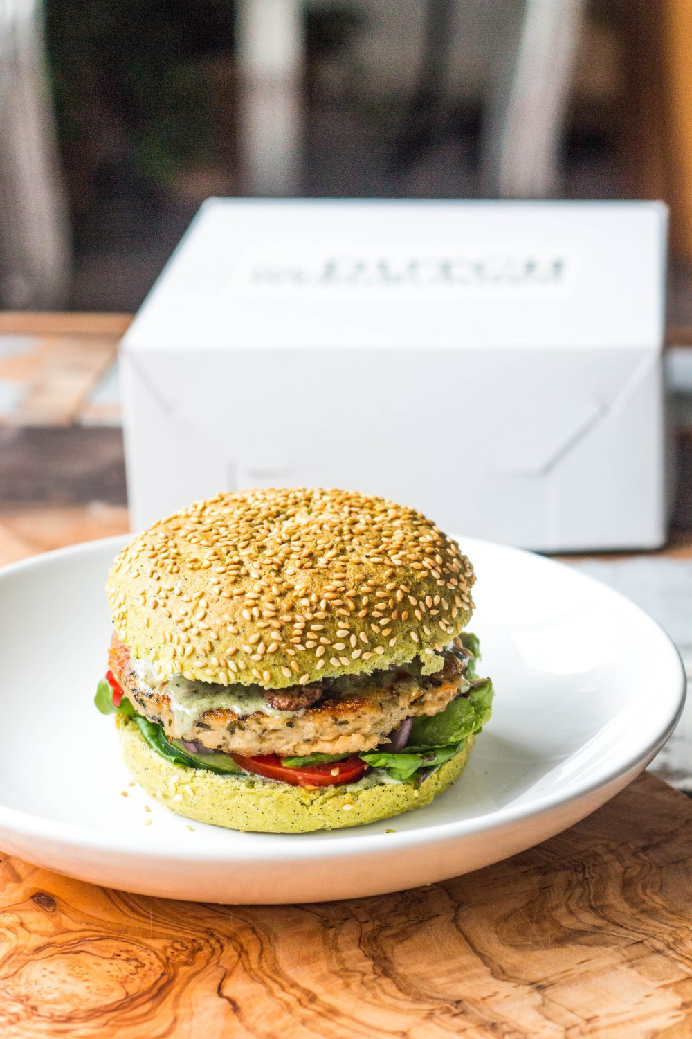 The Dutch Weed Burger // 100% Vegan Burger - Review by Rosalie Ruardy #healthy #vegan #burger